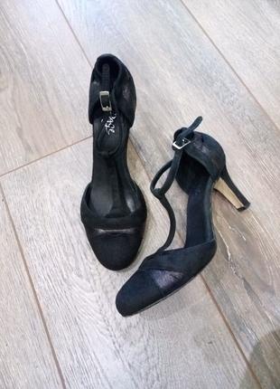 Чёрные замшевые кожаные туфли ремешок через ногу