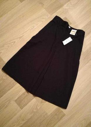 Актуальная темно-синяя джинсовая юбка миди клеш