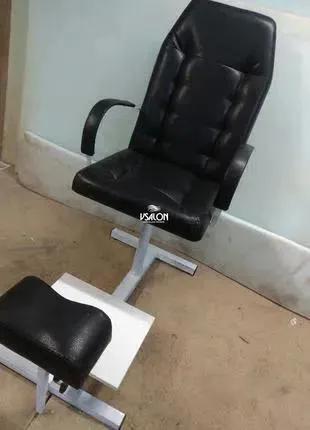 Педикюрное кресло с подставкой под ноги