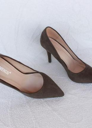 Шикарные туфли, лодочки цвета хаки 37 размера на каблуке, шпильке