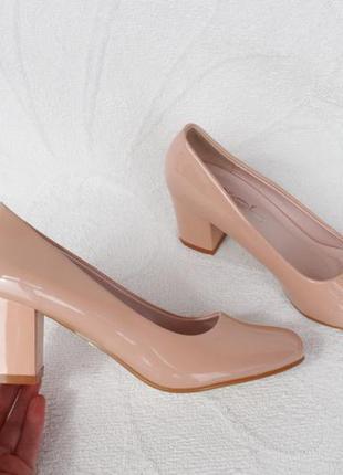 Пудровые, бежевые туфли 37 размера на устойчивом каблуке