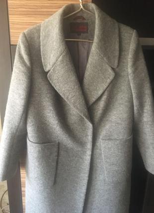 продам пальто фирменное