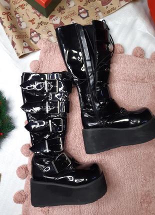 Лаковые готичные неформальные ботинки demonia модель trashville