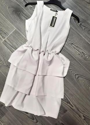 Нарядное летнее белое платье с пышной юбкой