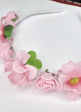Милый весенний розовый обруч из цветов