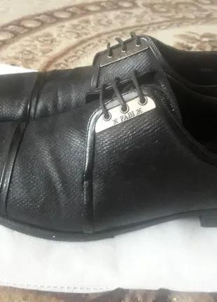 Оригинальные мужские кожаные туфли знаменитого Итальянского бренд