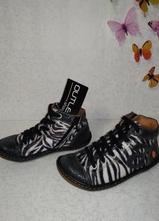 Демисезонные ботинки девочке под зебру 31р.