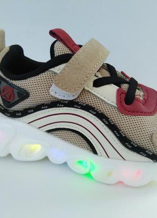 Новая коллекция - кроссовки с подсветкой бренда