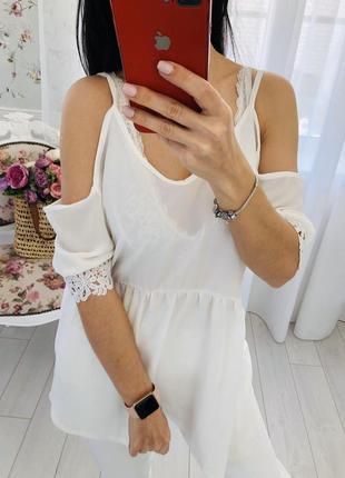 Блузка белоснежная с кружевными рукавами кроше  и воланами boohoo
