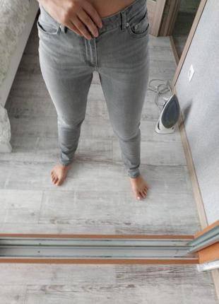 Актуальные джинсы высокая посадка фасон слим