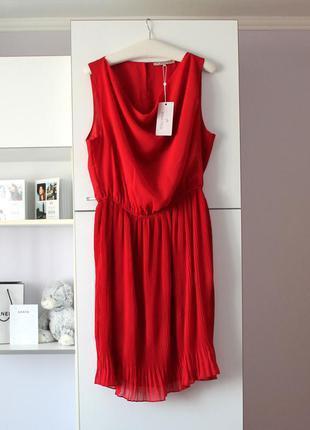 Новое красное платье с плиссированной юбкой от anna field