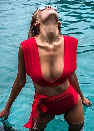 Яркий купальник