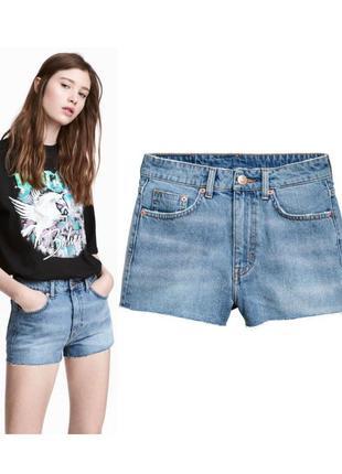 Голубые джинсовые шорты