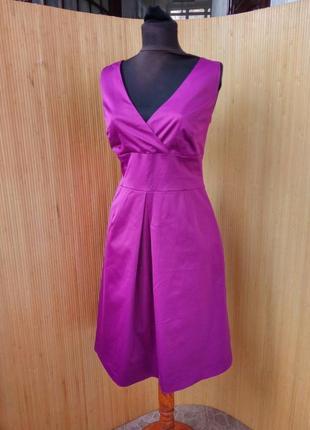 Коктейльное атласное платье футляр в деловом стиле