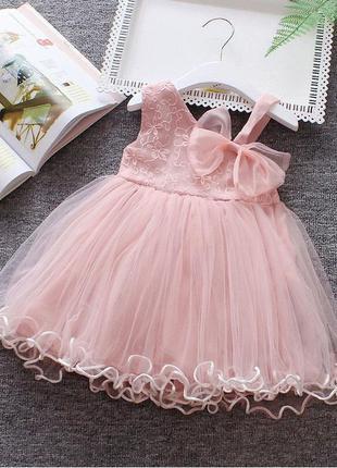 Симпатичное, пишное платье.