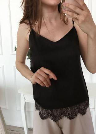 Базовая черная майка в бельевом стиле