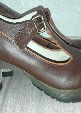 Кожаные туфли на каблуке dr.martens