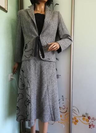 Теплый классический костюм с вышивкой