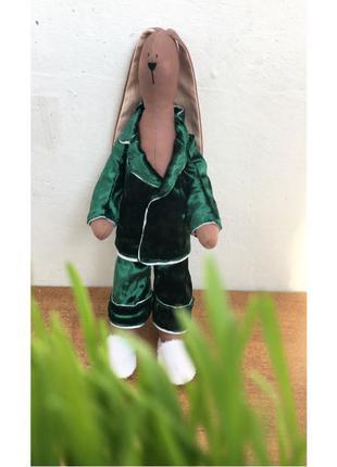 Зайка в пижаме