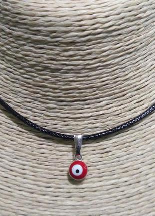 Кулон -глаз красный-на шнурке.