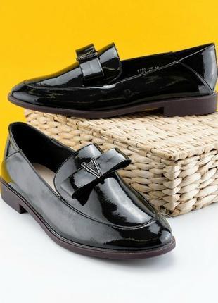 Женские туфли на низком ходу лак