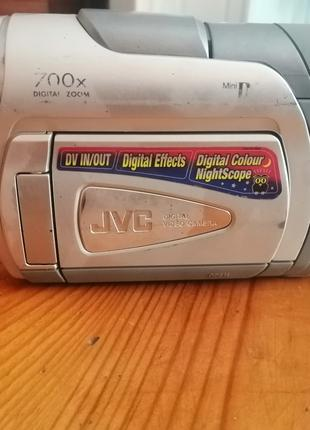 Видеокамера JVC GR-D30