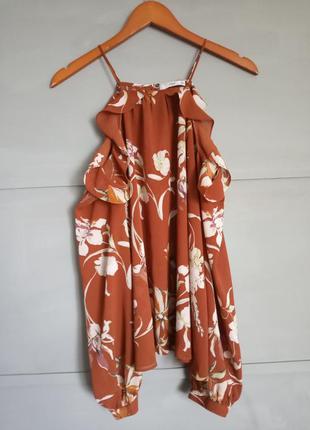 Шикарная блуза с открытими плечами . рюши . завязки. актуальна...