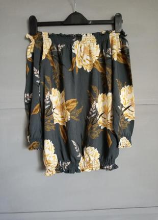 Эффектная кофточка. блуза . открытые плечи. вискоза . цветы