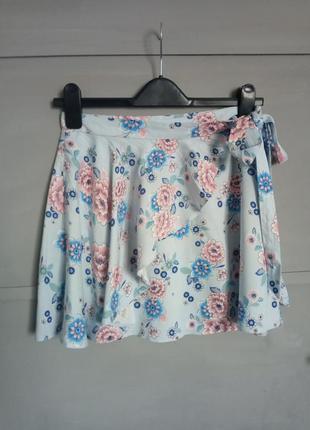 Юбка. короткая юбка. с цветочным принтом . юбка на запах .