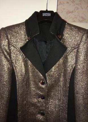 Роскошное пальто р. s/м золотое фактурное с черными вставками,...