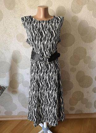 Красивое платье миди с принтом большого размера