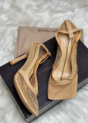 Трендовые кожаные женские босоножки в стиле bottega