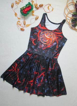 Классное короткое платье солнце-клеш в мраморный принт с драко...