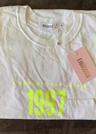 Футболка жіноча, біла футболка, трендова довга футболка.