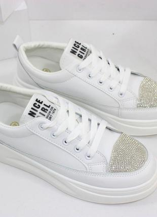 Скидка! стильные женские белые кроссовки криперы со стразами
