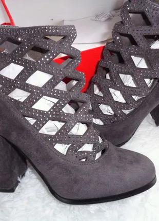 Жіночі весняні черевички