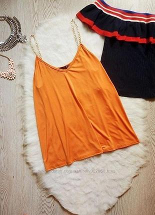 Оранжевая летняя майка на цепочках