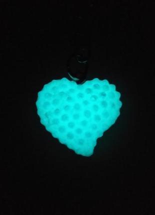 Брелок сердечко 3-(светится в темноте).