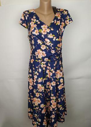 Платье новое трикотажное красивое в цветы l