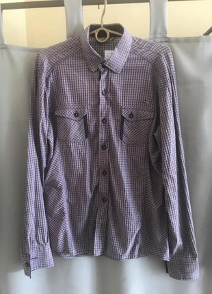 Симпатичная рубашка хорошо на теле смотрится