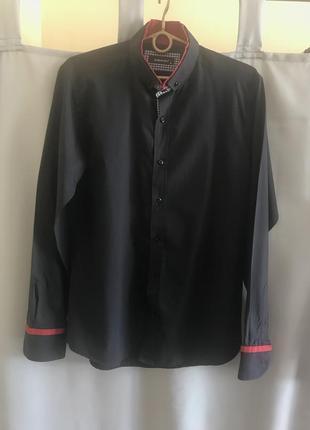 Классическая рубашка с червоными вставками