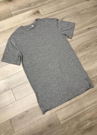Однотонная удлинённая футболка серая оригинал