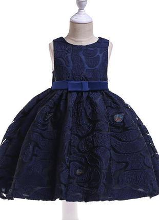 Очень красивое, нарядное платье.