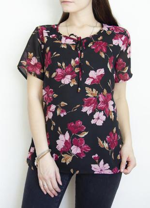 Черная блузка с цветочным принтом
