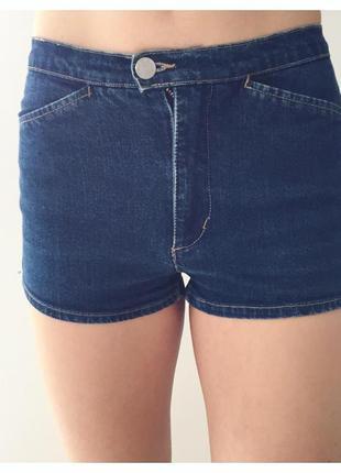 Шорти, шорты, джинсовые шорты, маленькие синие шорты.