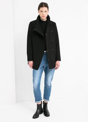 Чорне пальто mango