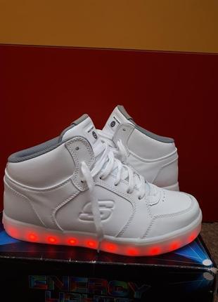 Очень качественные ботинки кросовки skechers с мигалками 38