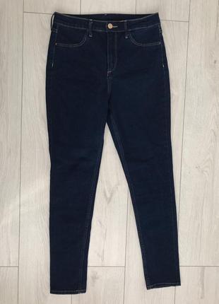Джинсы, темно синие джинсы.