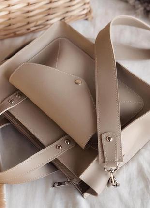 Бежевая сумка шоппер с карманом