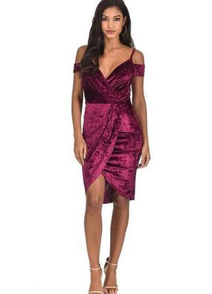 Велюровое бордовое платье с открытыми плечами миди вечернее бо...